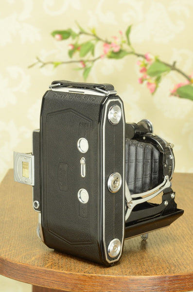 NEAR MINT! 1938 6x9 Super Ikonta with Tessar Lens, FRESHLY SERVICED - Zeiss-Ikon- Petrakla Classic Cameras