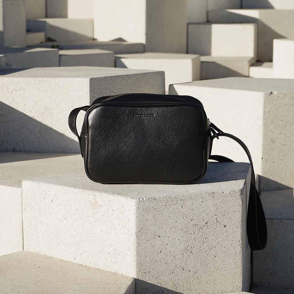 Camera Crossbody - No° B1 - Black Pebble Grain
