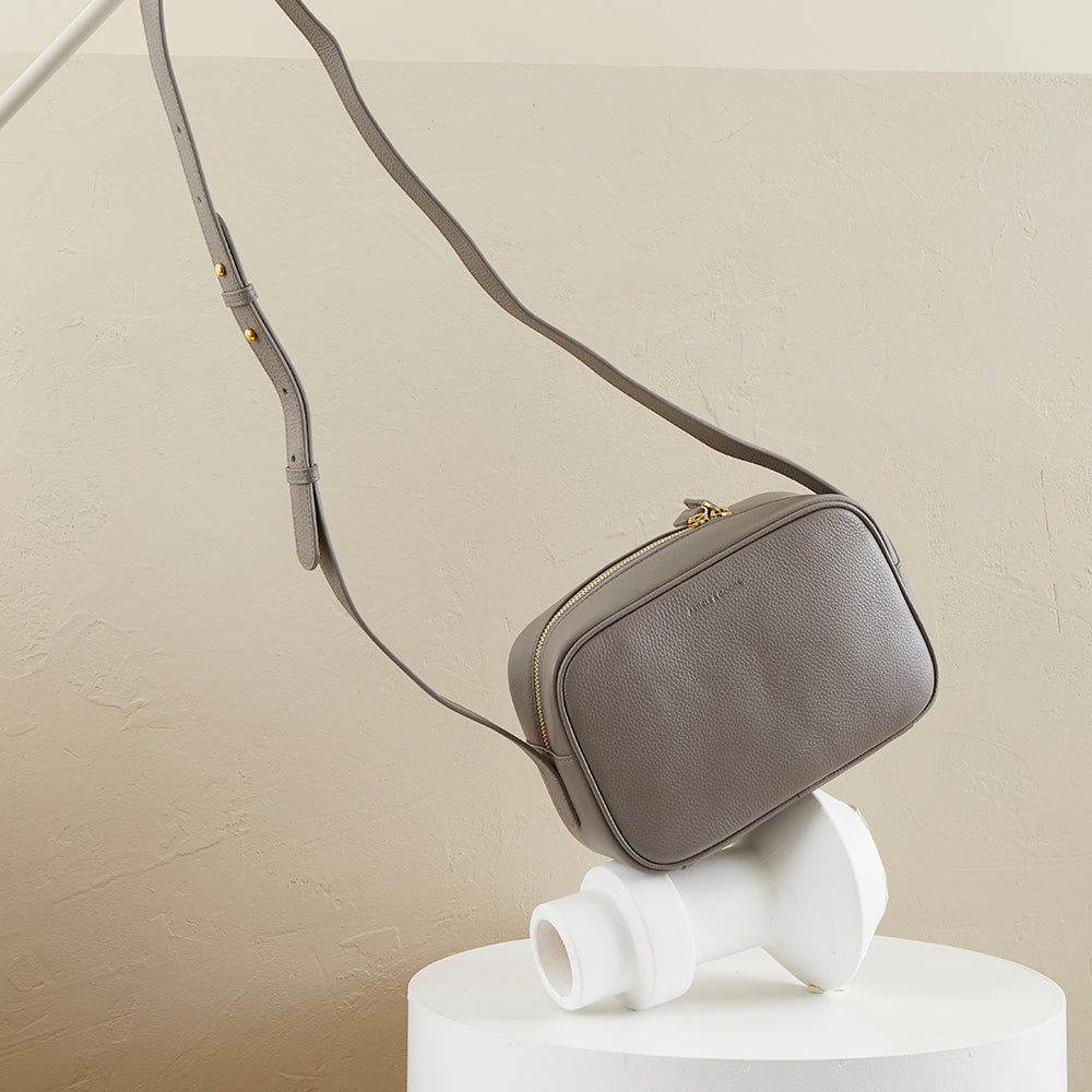 Camera Crossbody - No° B3 - Clay Pebble Grain
