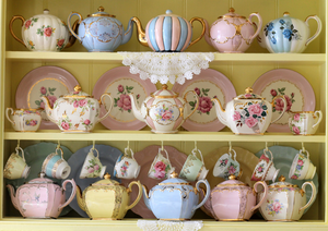 Creative Ways to Display Your Crockery