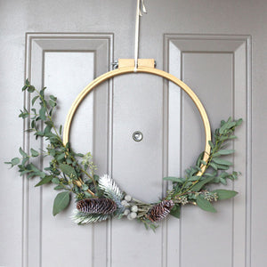 DIY : A Modern Holiday Wreath