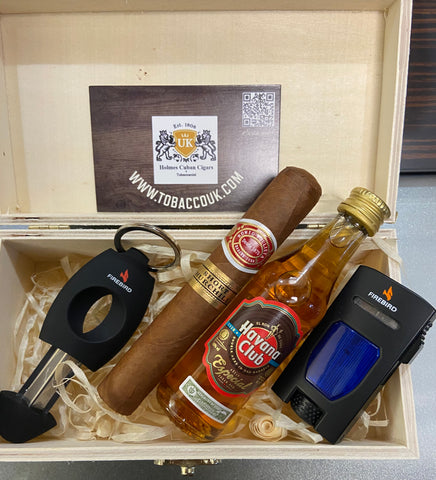 Romeo Short Churchill  in a wooden box presented with  Colbri lighter,Colbri v cutter and a 5cl Havana especial Anejados rum