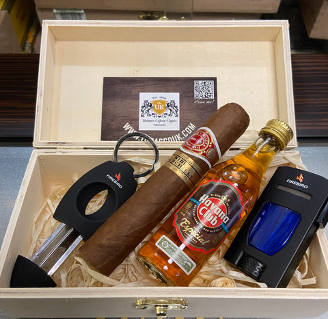 Gift Romeo ya julieta Wide Churchill in a wooden box with Colbri lighter and Colbri V cutter