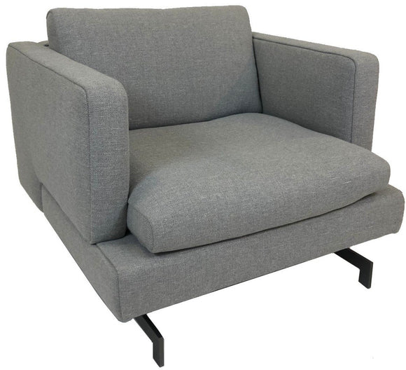 Natuzzi Italia Jeremy 2987 Armchair in a Light Grey Fabric Seat and Metal Legs