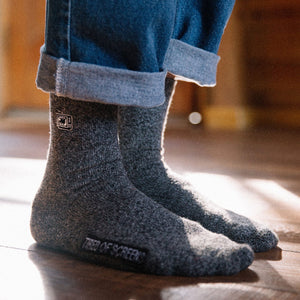 Load image into Gallery viewer, TAILORED UNION Beholder Screen Hiker Socks // Static