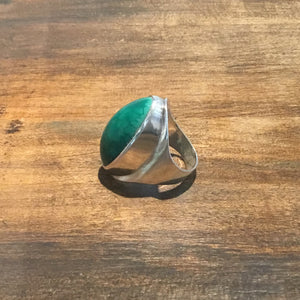 Load image into Gallery viewer, VINTAGE TURQUOISE STERLING SILVER RING // Size 8
