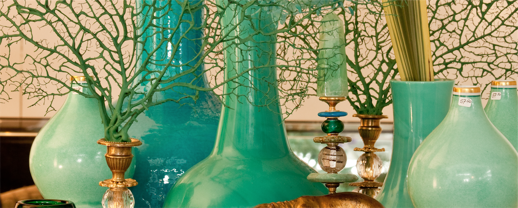 Here we bring you our selection of pots and vases: glass vases, wooden, ceramic, tin or even woolen vases amsterdam