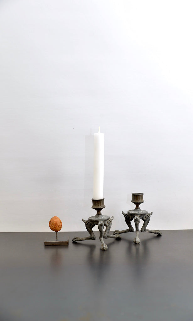 Candleholder with legs