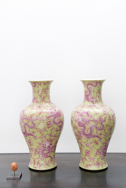 Ceramic Chinese dragon vase set