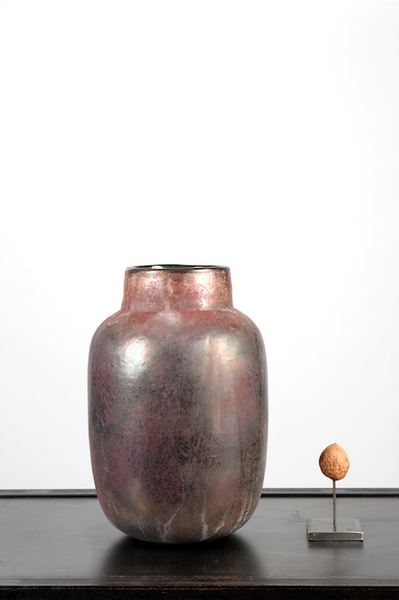 Brown glass vase with glow