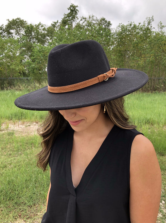 Throwin' Shade Hat in Black