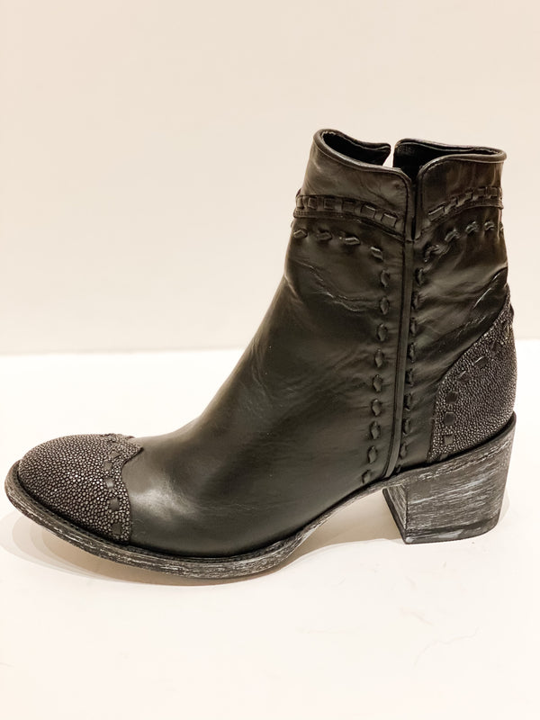 Crithier Toe Stingray Boot