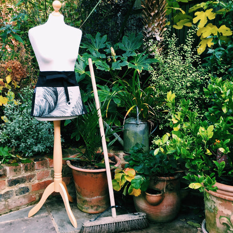 Garden apron - ideal gifts for gardeners and home makers