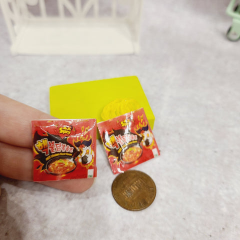 Miniature Instant Noodles: Spicy Chicken Noodles