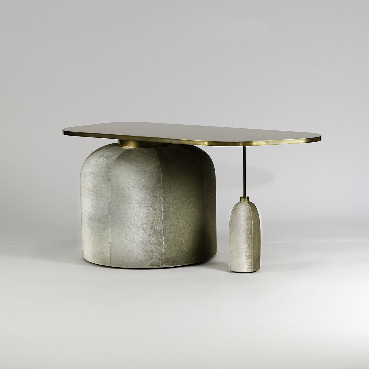 EGG TABLE, Side table//Table d'appoint, Privatiselectionem  - SORS