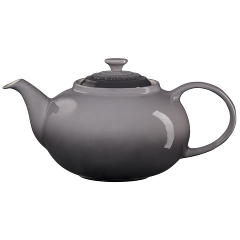 LE CREUSET 1.4-QUART TRADITIONAL TEAPOT - OYSTER