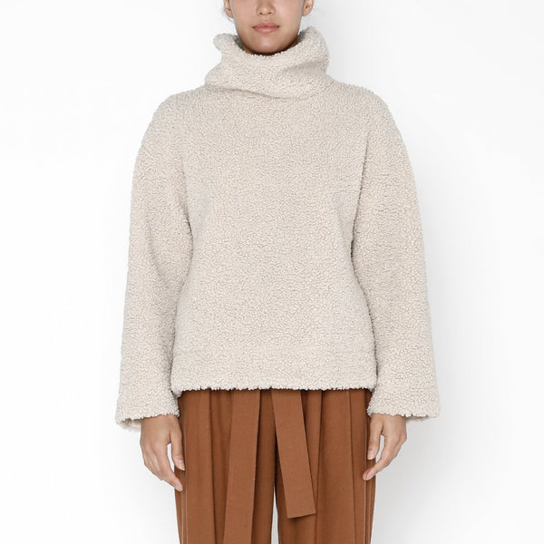 7115 Curly Turtleneck in Dove
