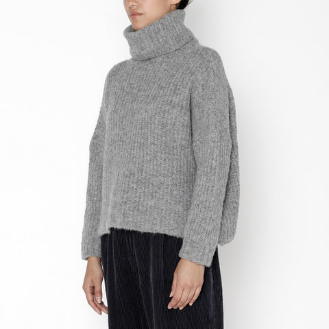 7115 by Szeki Heavy Ribbed Turtleneck in Husky