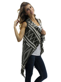 Gray & White Chevron Pattern Knit Sleeveless Vest