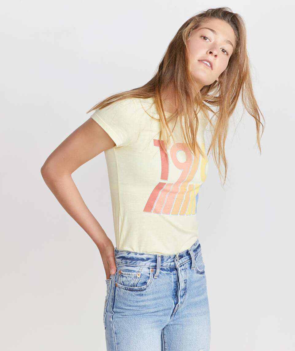1976 Graphic Tee in Banana