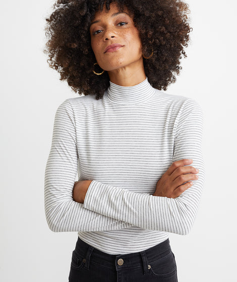 Lynn Turtleneck in Natural/Black