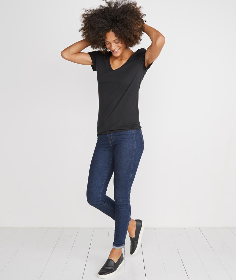Slub V-neck Tee in Black