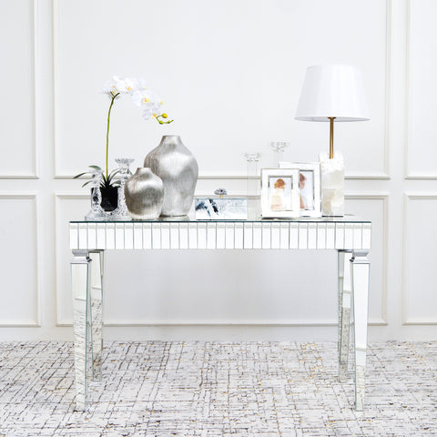3 reasons why you need a console table