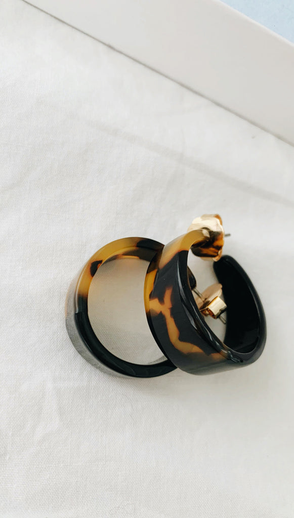 Echo Hoop Earrings (Tortoise)