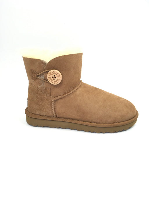 UGG Women's Mini Bailey Button II Winter Boot - Chestnut {US 7}