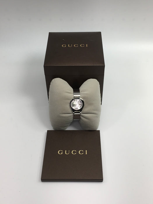 Gucci 6700L - YA067509 Stainless Steel Silver-Tone Dial *Minor Wear*