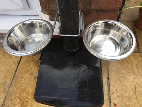Outdoor dog feeding station - holds 2 bowls - £7.99
