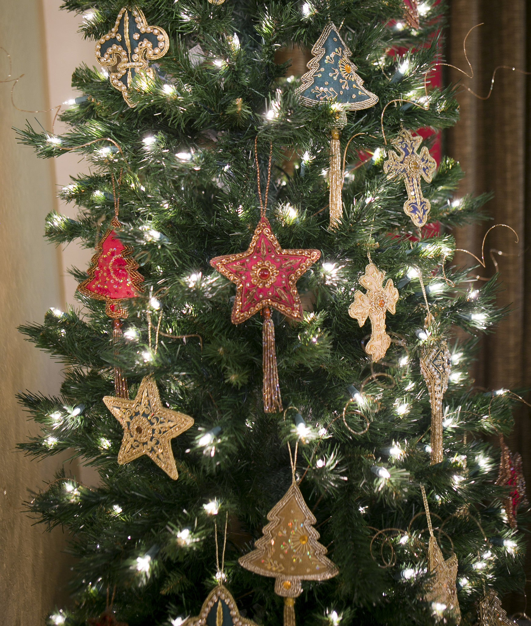 Christmas Tree In India.Hand Beaded Christmas Ornament From India Tree Lionheart