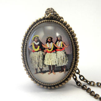 Hula Girls - The Hawaiian Island Dance Deluxe Pendant Necklace