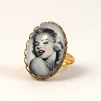 Marilyn Monroe Petite Oval Ring