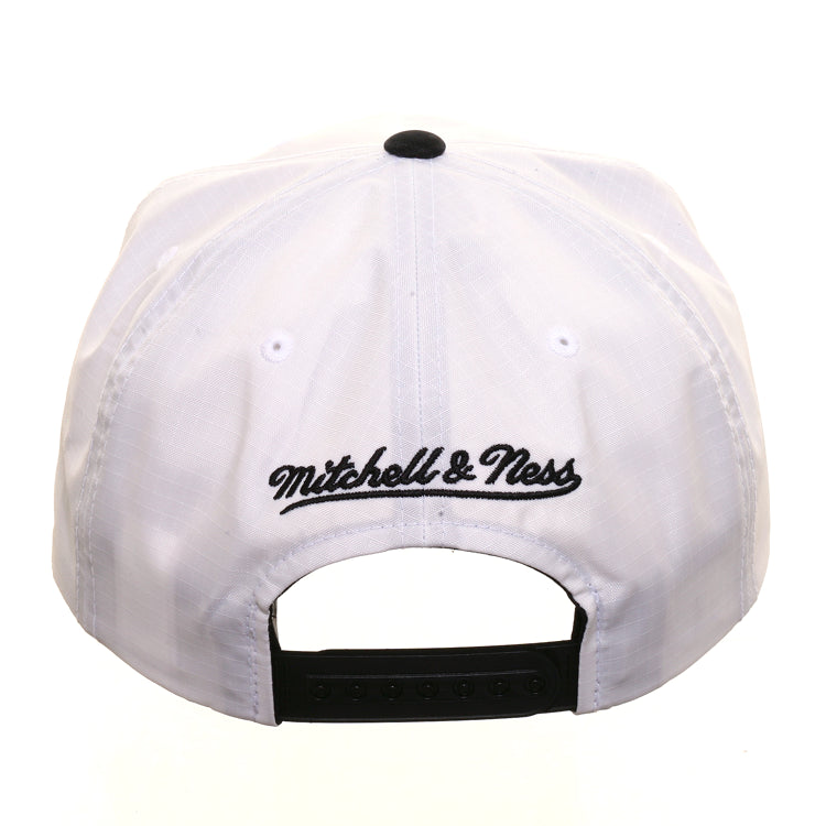 Mitchell & Ness Chicago Bulls Nylon Pop Snapback - 2T White, Black