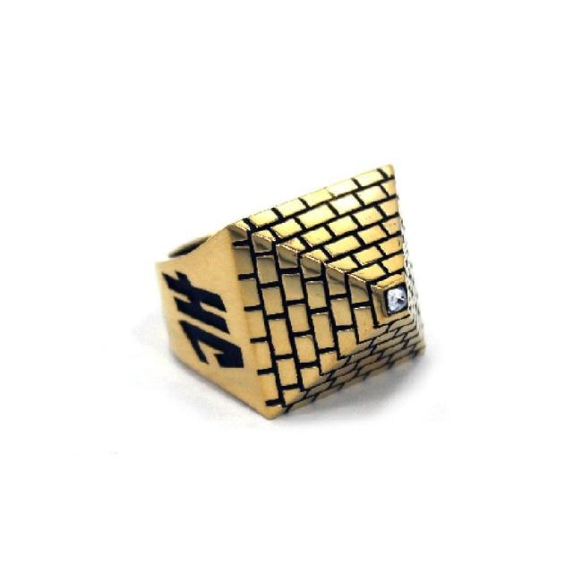 front of the Big Pyramid Ring in gold from the han cholo precious metal collection