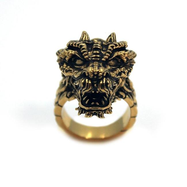left side of the Dragon Ring in gold from the han cholo fantasy collection