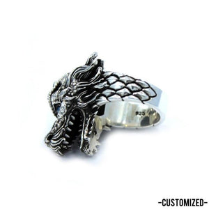 inner detail of the Dragon Ring in silver from the han cholo fantasy collection with blue eyes