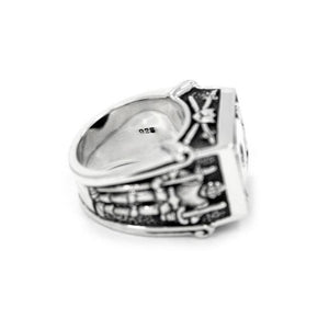 inside detail of the Knights Of The Turntable Ring in silver from the han cholo music collection