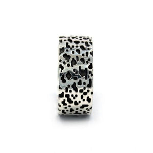 straight view of the Leopard Ring in silver from the han cholo precious metal collection