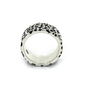 profile view of the Leopard Ring in silver from the han cholo precious metal collection