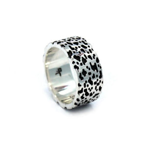 angle of the Leopard Ring in silver from the han cholo precious metal collection
