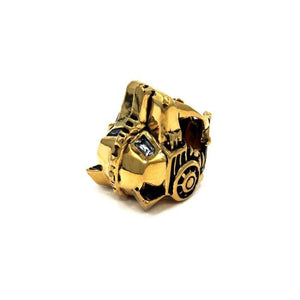 top detail of the Lioness Ring in gold from the han cholo fantasy collection