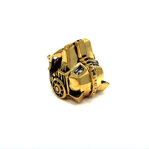 angle of the Lioness Ring in gold from the han cholo fantasy collection