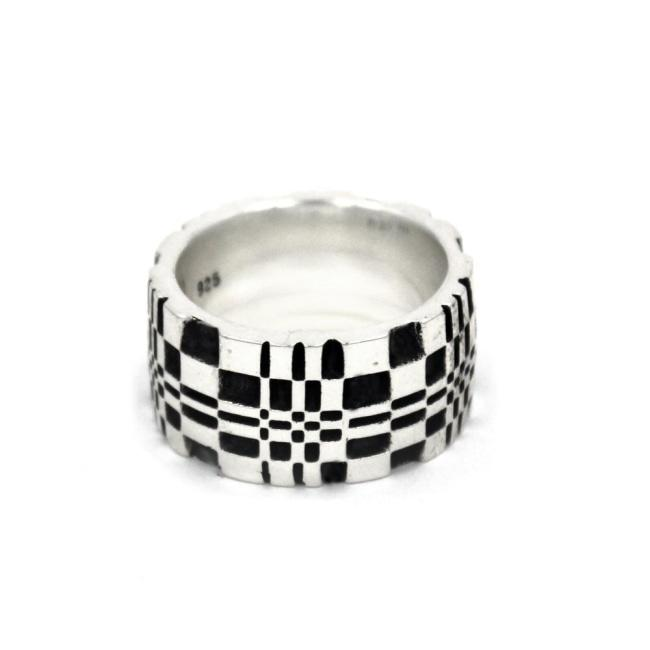 Front of the Pixel Ring in silver from the han cholo precious metal collection