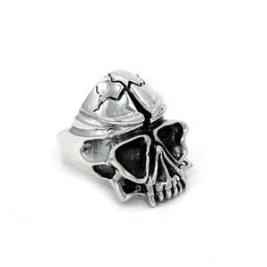 right side of the Skull Ring in silver from the han cholo fantasy collection
