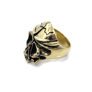 left side of the Skull Ring in gold from the han cholo fantasy collection