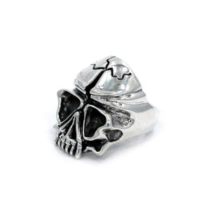 left side of the Skull Ring in silver from the han cholo fantasy collection