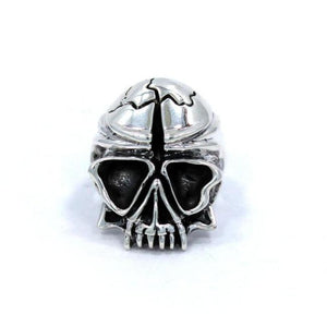 front of the Skull Ring in silver from the han cholo fantasy collection