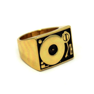 angle of the turntable ring in gold from the han cholo music jewelry collection